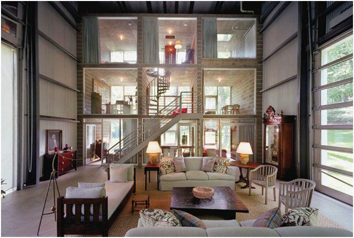 Къщата разполага със спални, бани, хол и кухня.