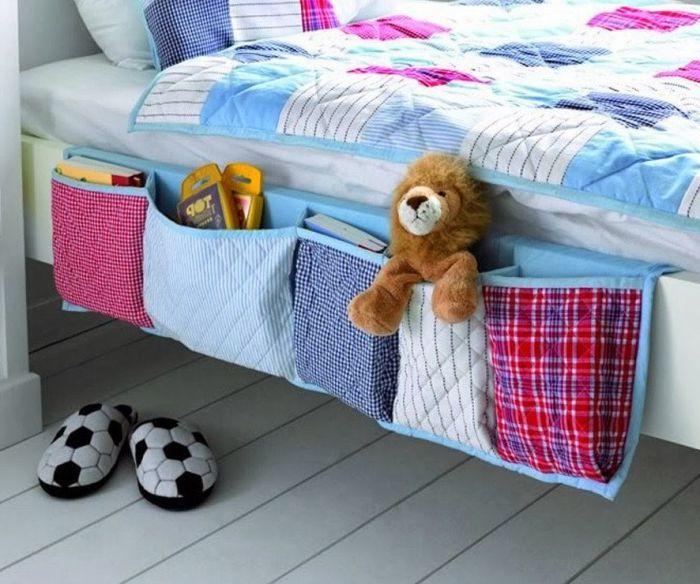 Джобове, пришити от старо спално бельо за книги и други малки неща.