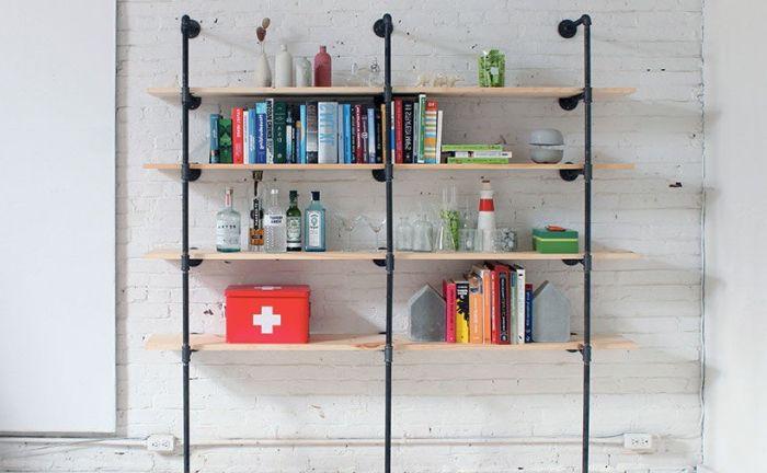 Рафт за книги в минималистичен стил.