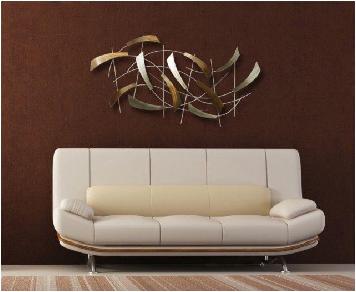 Стилът на декорация на стени диктува необичайното настроение на стаята и оригиналността.