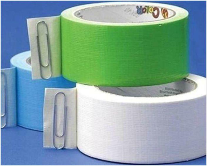 Użyj spinacza do papieru, aby zabezpieczyć koniec taśmy.