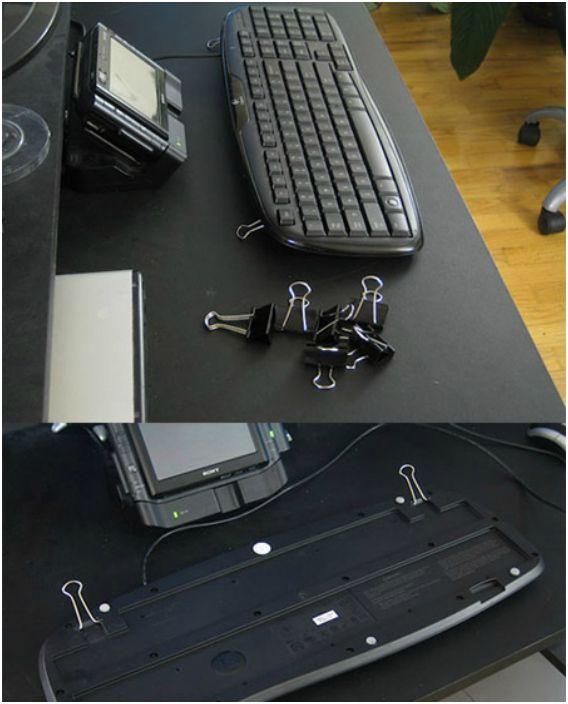 Spinacze pomogą podnieść klawiaturę.