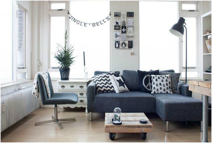 За визуално увеличаване на пространството на малка стая е по-добре да изберете мебели, които стоят на краката.
