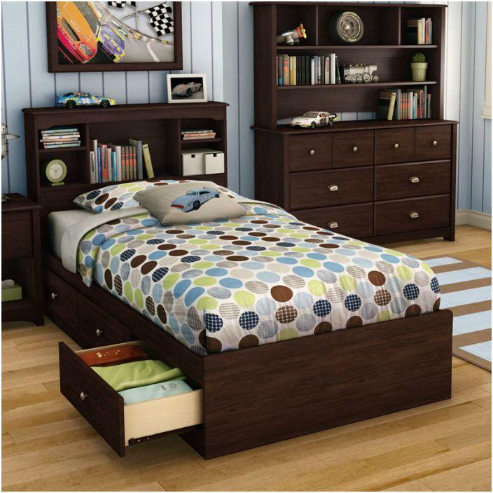 Легло с вградени чекмеджета ще ви позволи да се отървете от ненужните шкафове, претрупващи пространството на стаята.
