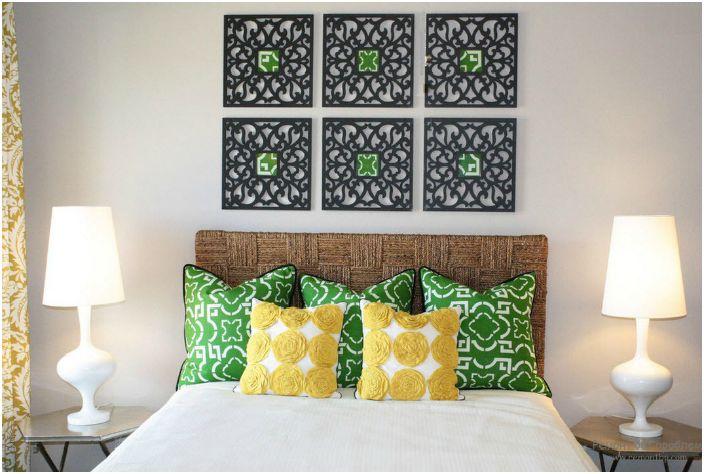 Плетенное изголовье из натуральных материалов добавит свежести интерьеру спальни.