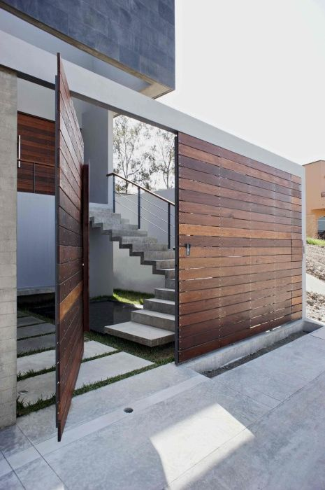 Uchylne drzwi przednie charakteryzujące się możliwością obrotu o 360 stopni.