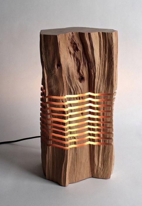 Cudowna lampa przy wycince drzew.