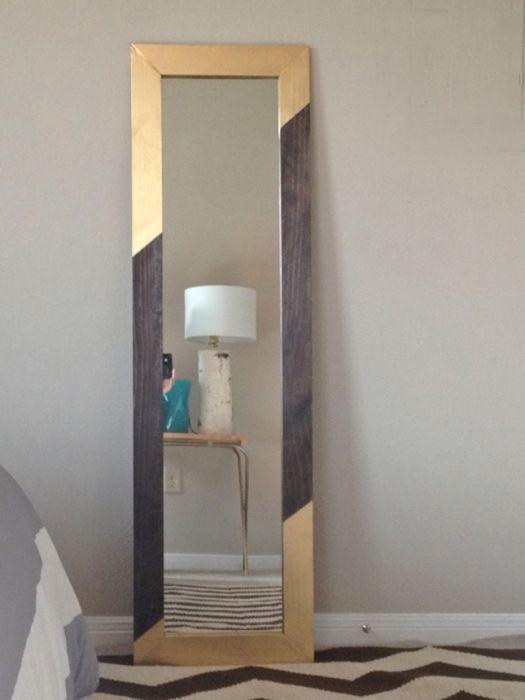 Золотая краска превратит обычную деревянную раму для зеркала в потрясающий элемент декора.