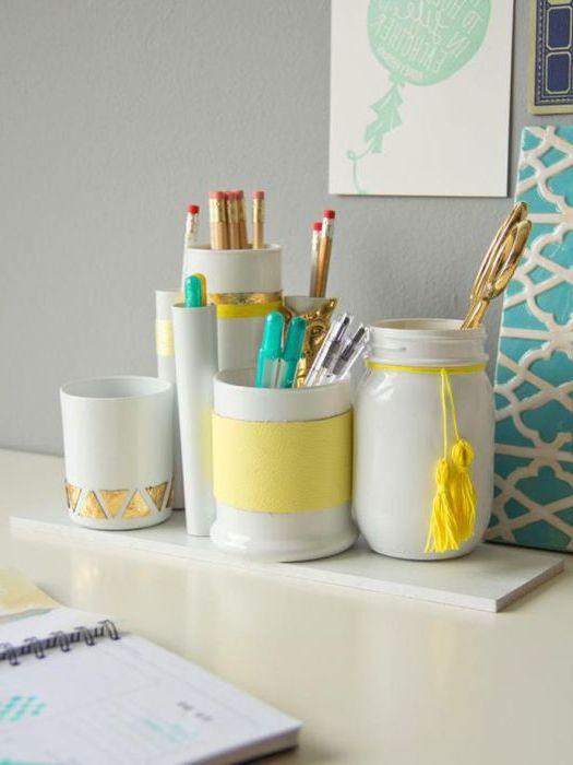 Яркие подставки для ручек и карандашей для украшения письменного стола.