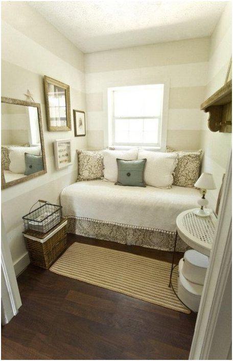 12. Если развернуть кровать, то места в спальне будет больше