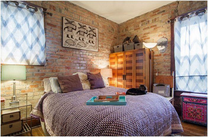 Тухлените стени запазват зашеметяващата си жизнена текстура.