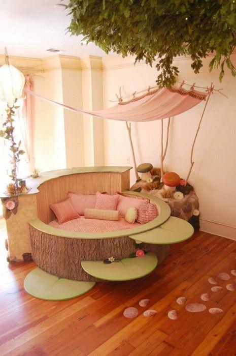 Кровать в форме цветка для маленьких фей.