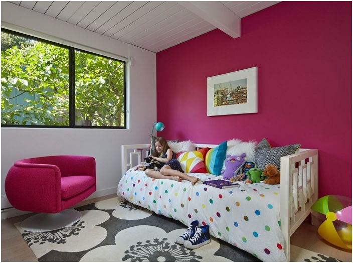 Повечето деца мечтаят за светла и уютна стая в ярки приказни тонове, модерен стил Mid-Centry е комбинация от красиви цветове и изтънченост на линии.