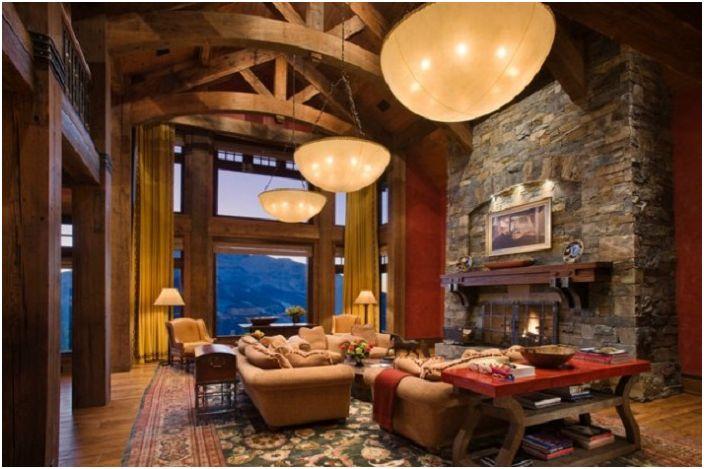 Прекрасна стая с отличен дизайн на мебели и камина, декорирана с декоративен камък.