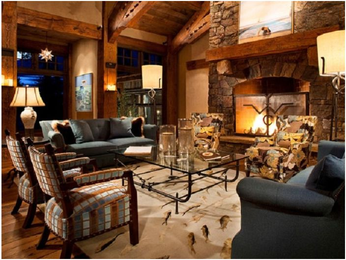 Комбинация от дървени интериорни елементи с необичайна камина.