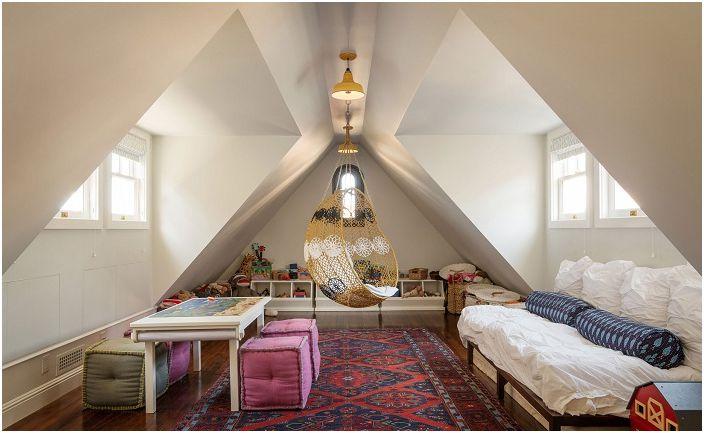 Прекрасна спалня с капандурен прозорец.