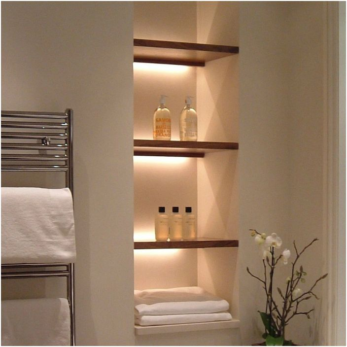 Отворените рафтове и ниши са най-доброто решение за баня. Те изглеждат ефектно, спестяват място и се почистват лесно.