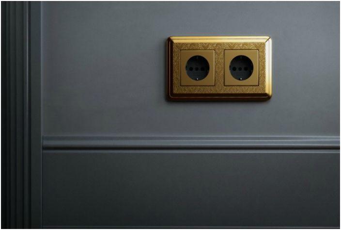 Начиная ремонт в квартире следует заранее подумать о количестве розеток. Опытные эксперты рекомендуют устанавливать розетки на каждой стене, даже в небольшой комнате.
