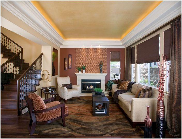 Czekoladowe odcienie w secesyjnym wystroju salonu są dodatkowo podkreślone przez ukryte oświetlenie.