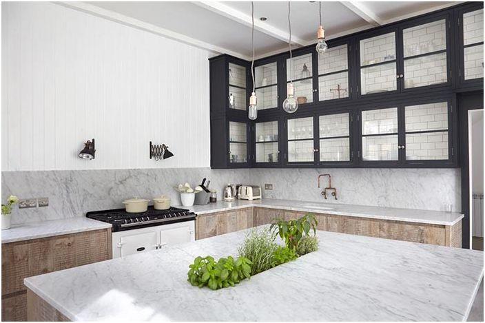 Уютна люлякова кухня очарователно ще се впише в атмосферата на вашия дом и ще ви остави само положителни спомени и впечатления.