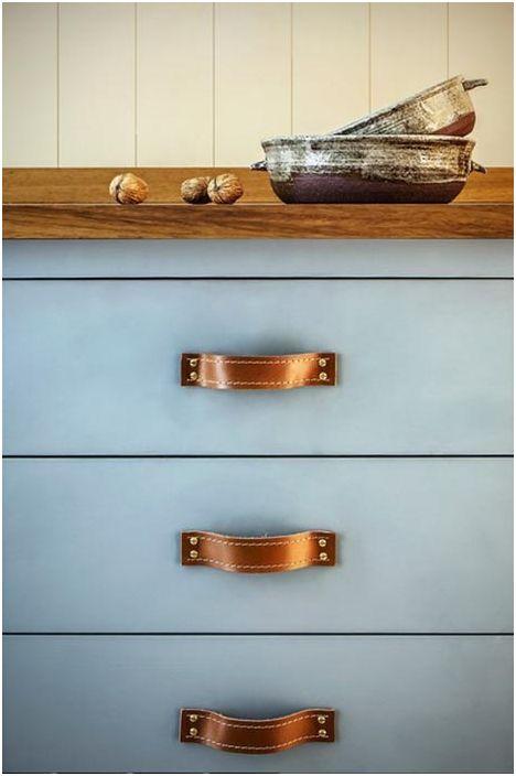 Вишневата палитра в дизайна на кухненския комплект е ярко и необичайно решение за уверени и независими хора с определен вкус и желание за красота.