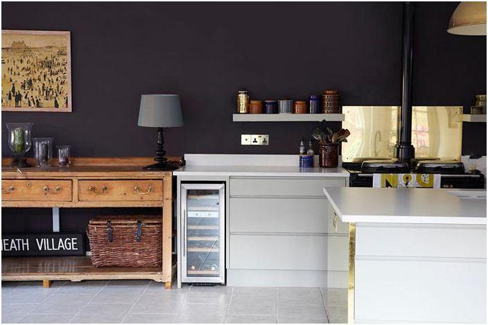 Символичните ярки цветове в дизайна на кухнята ще се харесат на ярки личности с чувство за хумор и способността и желанието да се развиват.