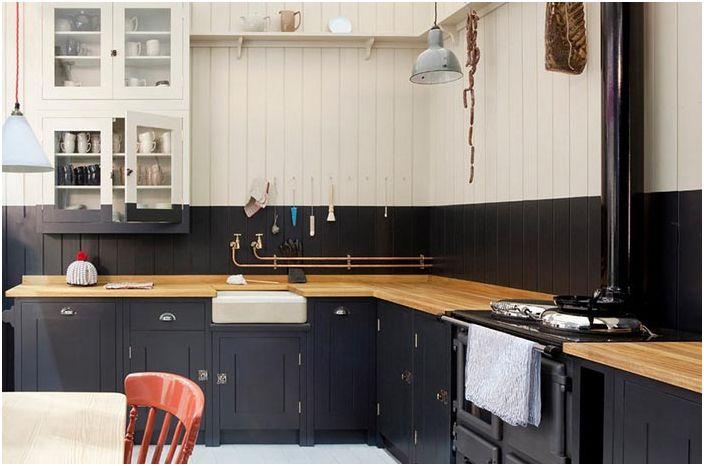 Перфектната комбинация от ярък светло зелен цвят с дървени и метални интериорни елементи създава неповторима атмосфера в кухнята.