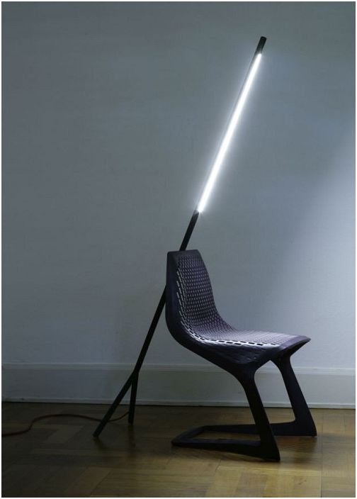 Прекрасная современная лампа создаст волшебную и таинственную обстановку в комнате.