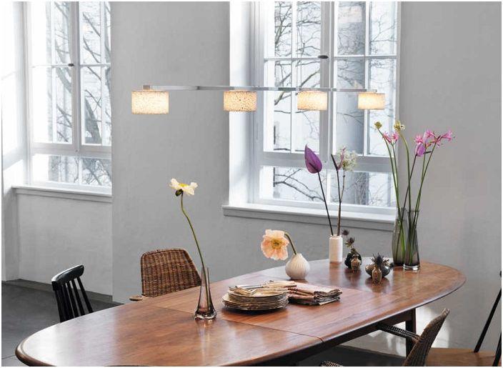 Милая и теплая обстановка создана при помощи красивых светильников, которые просто созданы для того чтобы делать интерьер прекрасней.