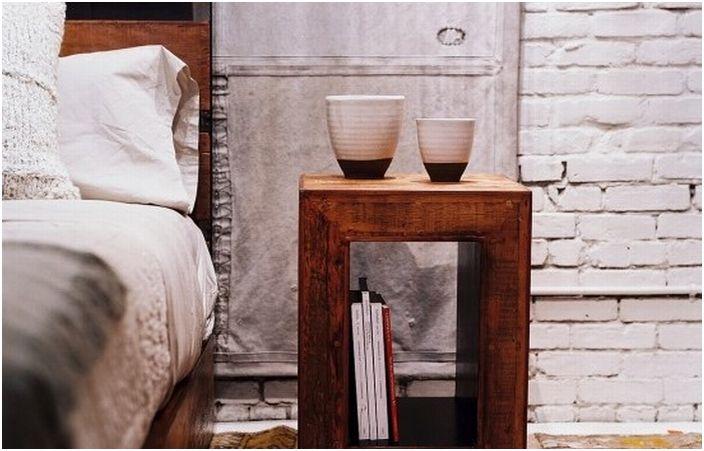 Отлична класическа дървена масичка за кафе се превърна в чудесно допълнение към интериора на стаята.