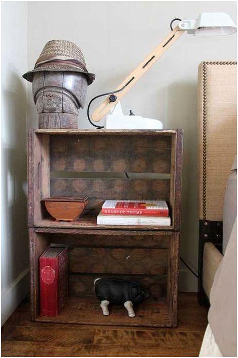 Ефектна маса от две чекмеджета перфектно ще се впише в интериора на стаята.