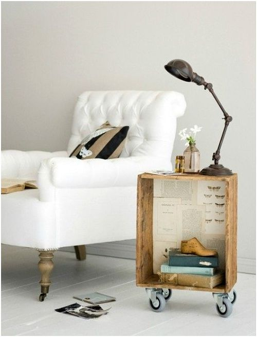 Маса, направена със собствените си ръце от кутия, ще украси всяка стая.