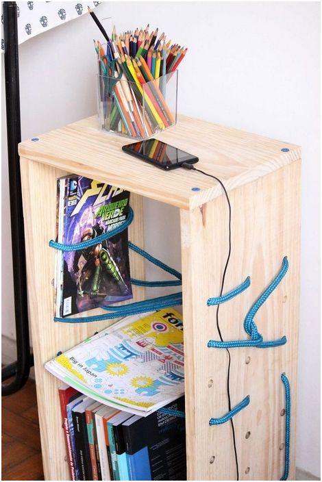 Отлична маса с въжени рафтове ще украси интериора на стаята и ще направи стаята по-удобна.