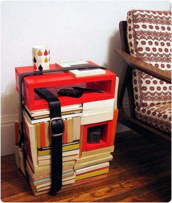 Шикозна маса, изработена от книги, ще се впише идеално в домашната ви среда.
