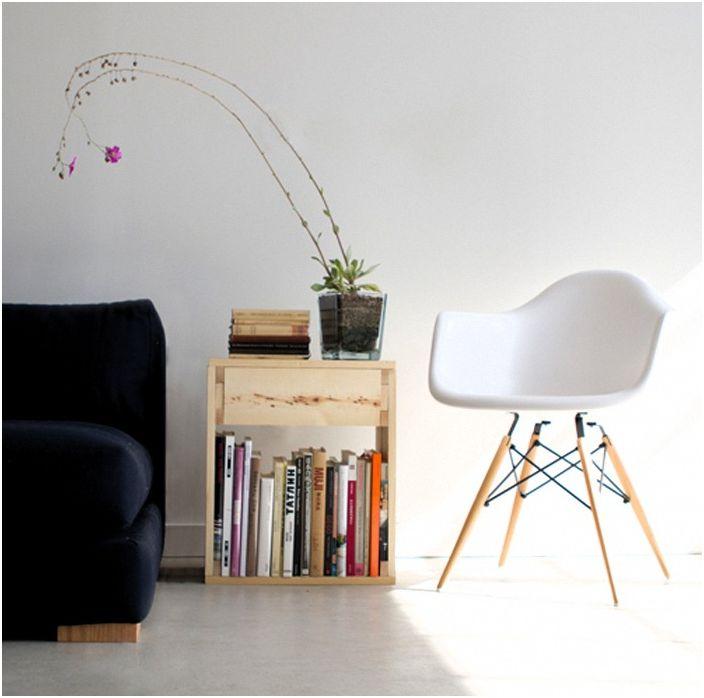 Маса, чекмедже и рафт за книги - три в едно. Многостранната комбинация ви позволява да извлечете максимума от пространството в стаята.