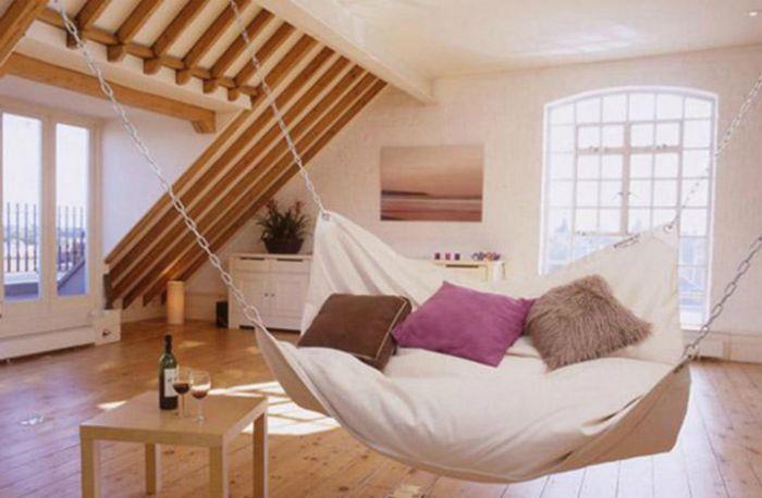 Függőágy ágy formájában, amely ideális minden nappali belső részéhez.