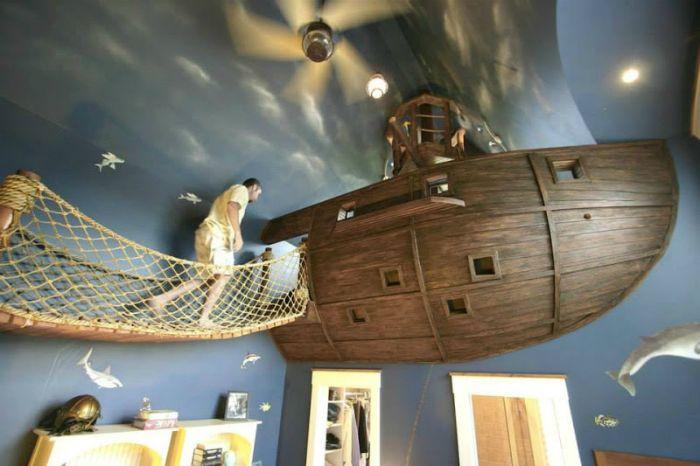 Egy nagy játszóház kalózhajó formájában egy gyerekszoba mesés dekorációjára.