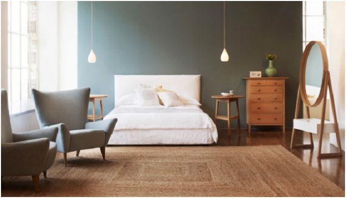 Отличное оформление спальни для девушки с шикарной кроватью и с необычными обоями.
