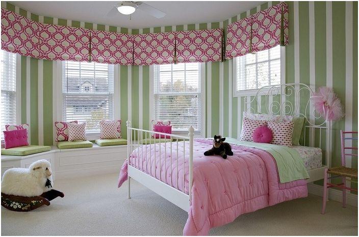 Прекрасная цветовая гамма в которой оформлена спальня настраивает только на положительные моменты.