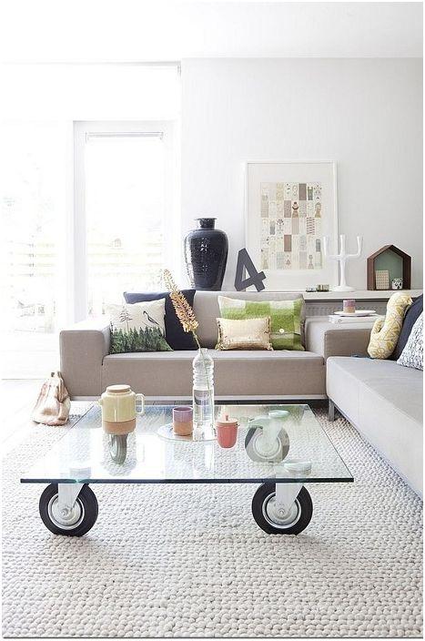 Szklany stolik idealnie wkomponuje się we wnętrze salonu.