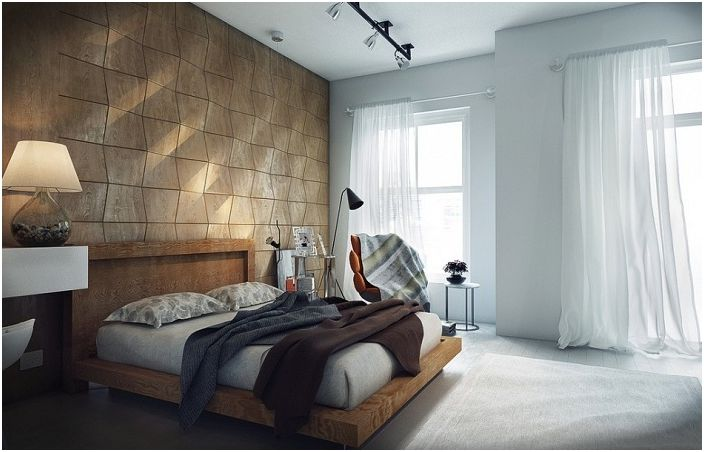 Прекрасна украса за стена украсява спалнята.