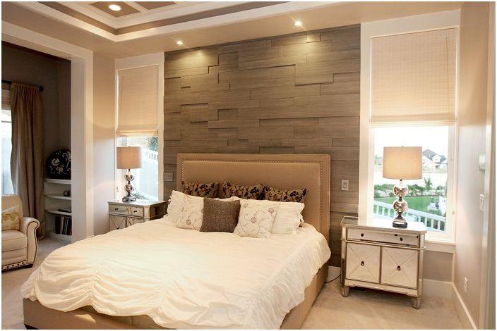 Прекрасна украса на спалнята, която е украсена с необичайна стена.