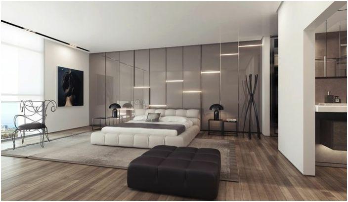 Интересна стая в сиви тонове, стената на която е украсена с изключително осветление.