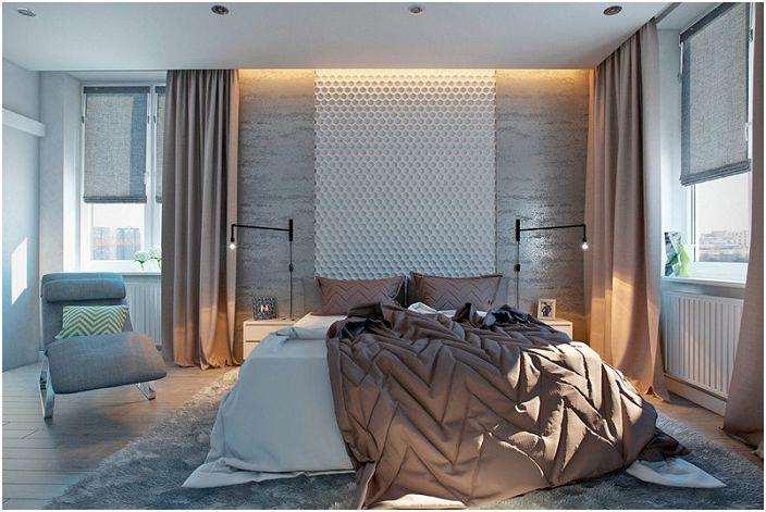 Красивият декор за стена в спалнята освежава стаята.