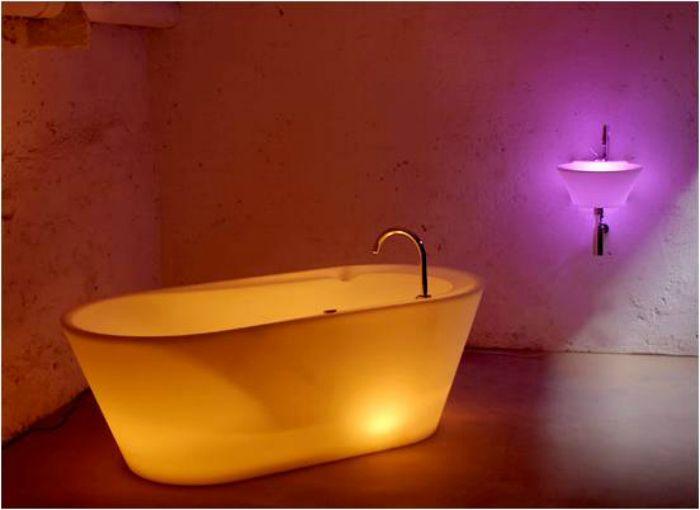 Вана, която свети благодарение на LED технологията.