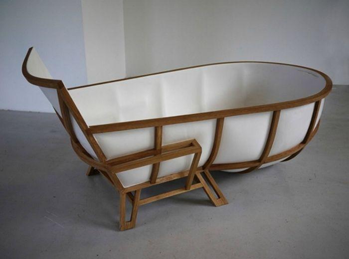 Мраморна вана, в която ще бъде удобно да седите и лежите.