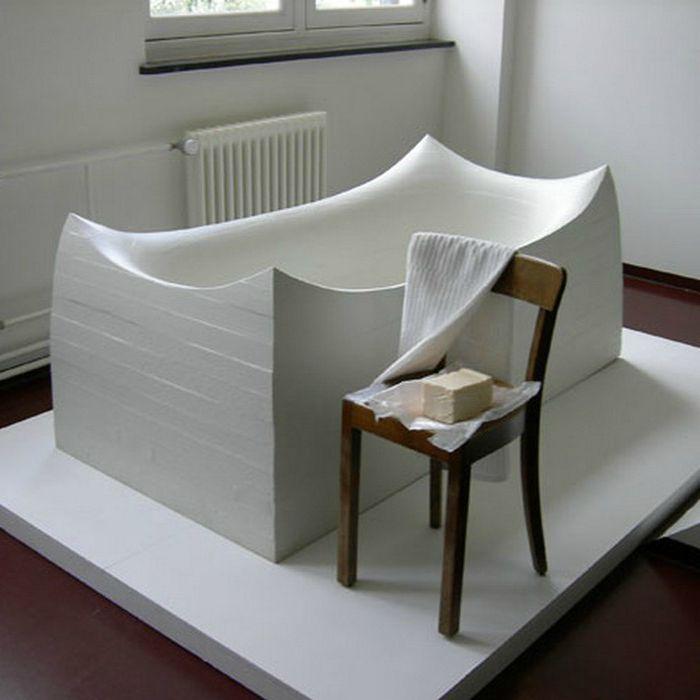 Дизайнерска вана, изработена от полиуретан, покрита с разпенена гума.