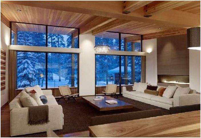 Отвън има истинско зимно време със сняг, а спалнята е топла и уютна.