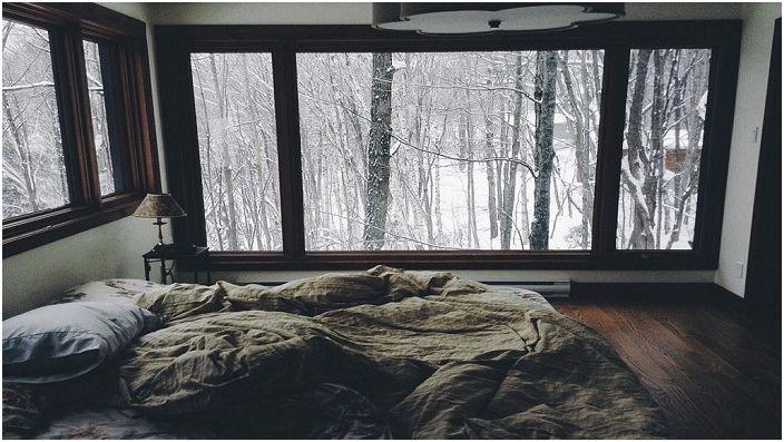 Прекрасна спалня с минимум детайли, в която е просто приятно да се отделя времето.