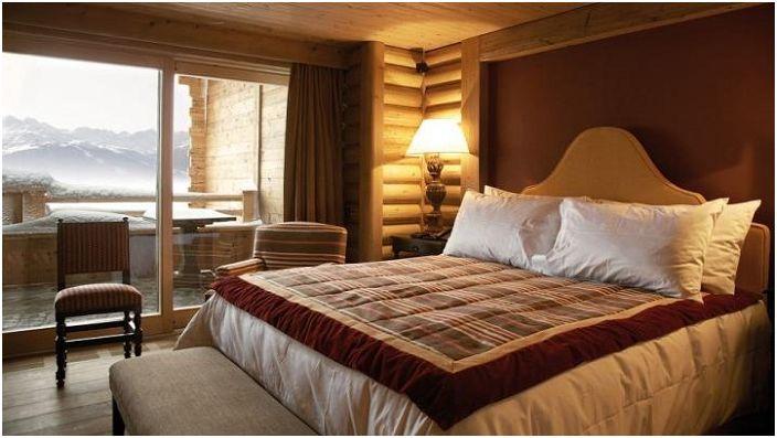 Уютна и комфортна обстановка в спалнята с красив зимен изглед ще придаде вълшебно настроение.